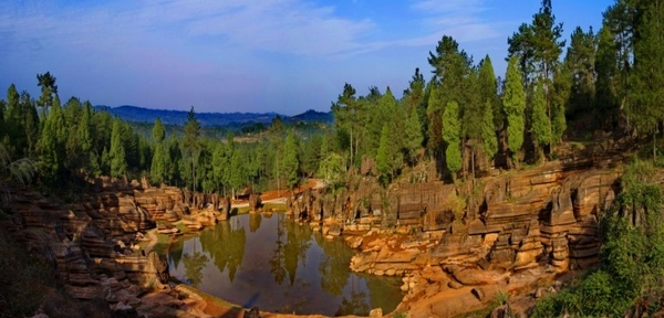 1 Day Join-In Tour to Red Stone Forest and Furong Town