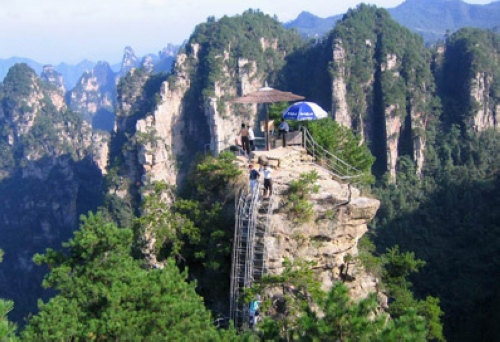Strategies for Accommodation on the Top of Zhangjiajie Mountains