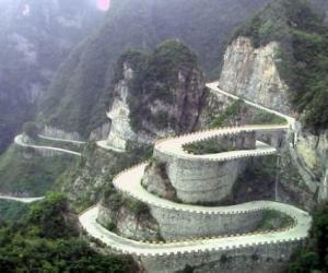 The Most Spectacular Road in China–Zhangjiajie Tianmen Mount Road