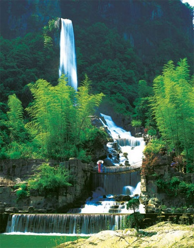 Zhangjaijie Baofeng Lake Hanging Waterfall