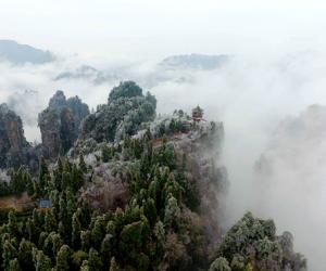 Huangshi village's clouds, ice and snow make the awaken of spring