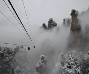Zhangjiajie spring snow shows in Tianzi mountain