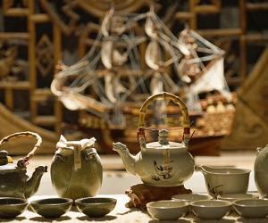"""Maritime Porcelain Road""-themed Ceramic Tea Ware Set on Display"