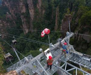 Zhangjiajie Security Inspections Ensure Safe Golden Week Holiday