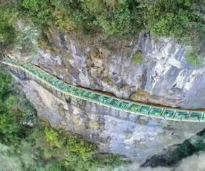 Aizhai cliff plank road introduction