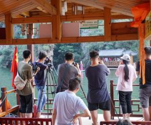 """""""Chinese Bridge"""" fell in love with Zhangjiajie"""