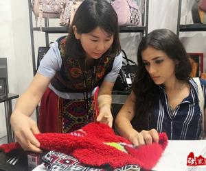 Zhangjiajie Tujia brocade debut at MIPEL International Bag Show