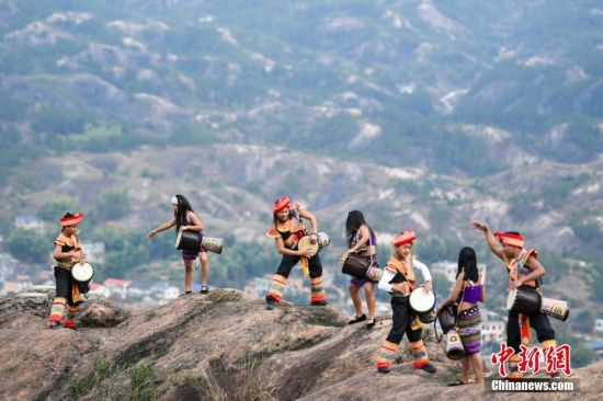 Drum Dance on Shiniuzhai cliff,Pingjiang