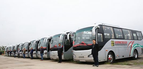 How long does it take from Changsha to Zhangjiajie by bus?