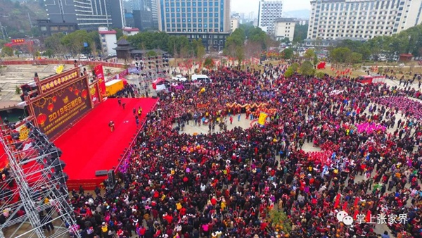 2019 Zhangjiajie 300,000 people are carnival in Lantern Festival