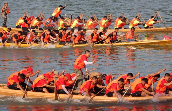 Hunan Dragon boat race held to celebrate Dragon Boat Festival