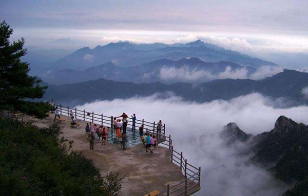 Hunan's First International Hiking Trail Opens