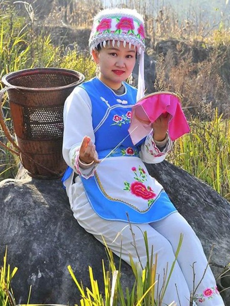 Embroidery skills help sew up the future in Zhangjiajie